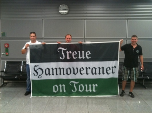 Fan Fahne Treue Hannoveraner on Tour